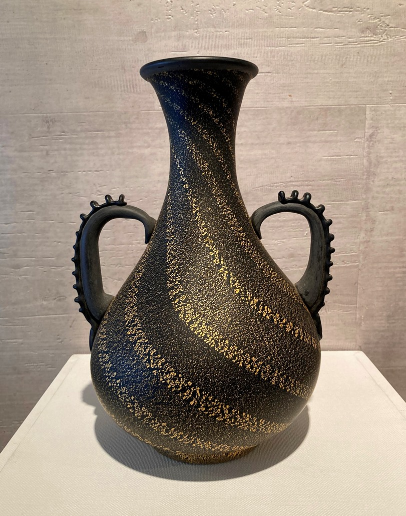 岩田久利『黒窯金彩硝子花瓶』